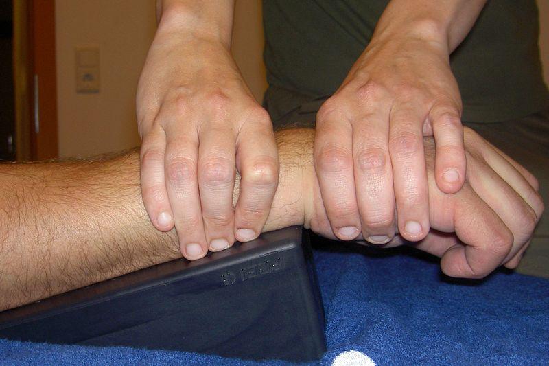 Gelenksmobilisation - manuelle Therapie